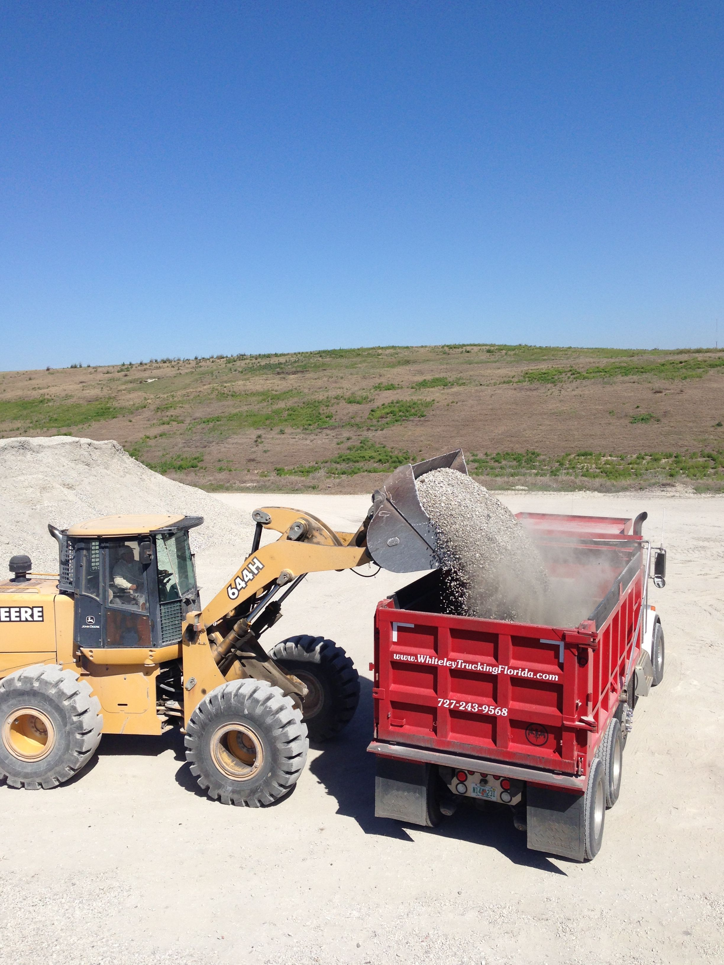 Yards Of Concrete In A Truck : yards, concrete, truck, Loader, Putting, Crushed, Concrete, Truck., 7272439568, Dirt,, Soil,, Monster, Trucks