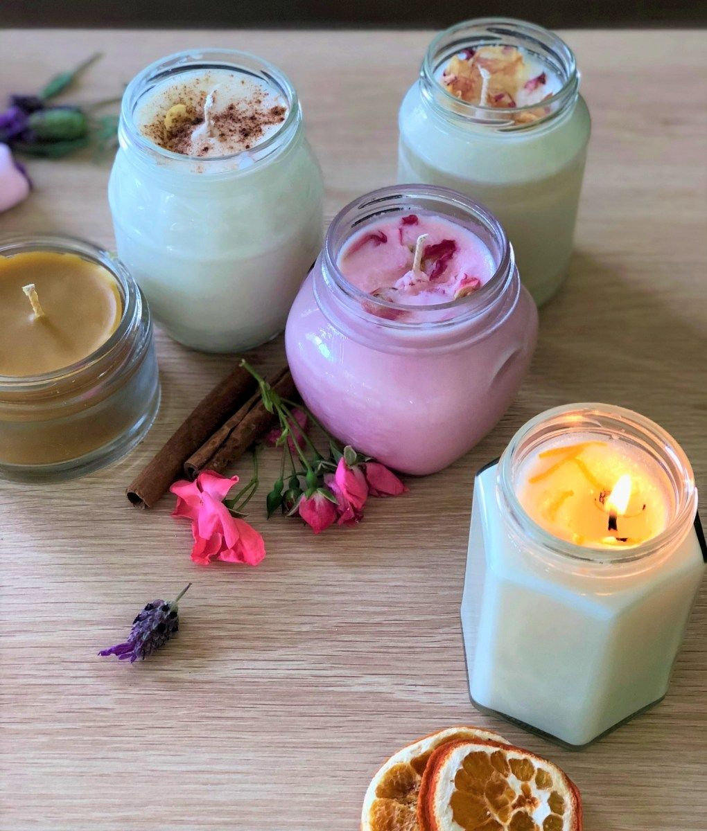 Christmas in a Jar: Homemade Scented Candles #scentedcandles