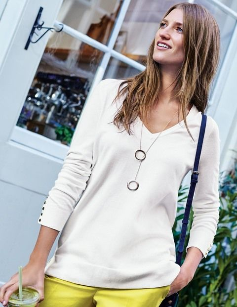 With shiny buttons on the cuffs and flattering side-splits, there's nothing plain about our super comfortable V-neck jumper. This versatile piece can go from casual to smart in seconds, and that's not all... The relaxed fit makes it ideal for layering on those nippier days too.