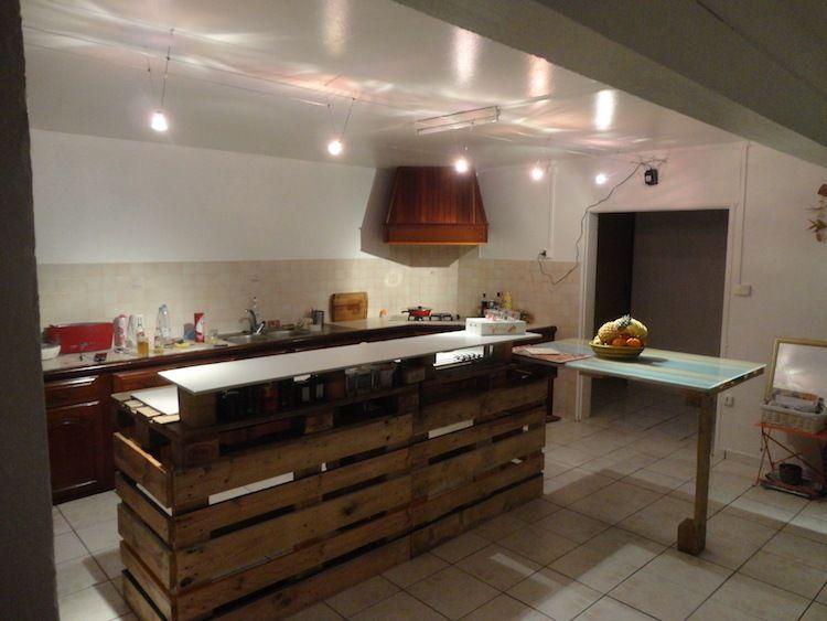 lot central en palette 32 id es diy pour customiser sa cuisine id e r cup pinterest. Black Bedroom Furniture Sets. Home Design Ideas