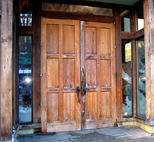 Rustic door to Anthropologie clothing store on North State Street in Chicago Illinois. This door is absolutely perfect for this store! & Portal Rustic Shop Door | Anthropologie clothing Doors and Entrance ...