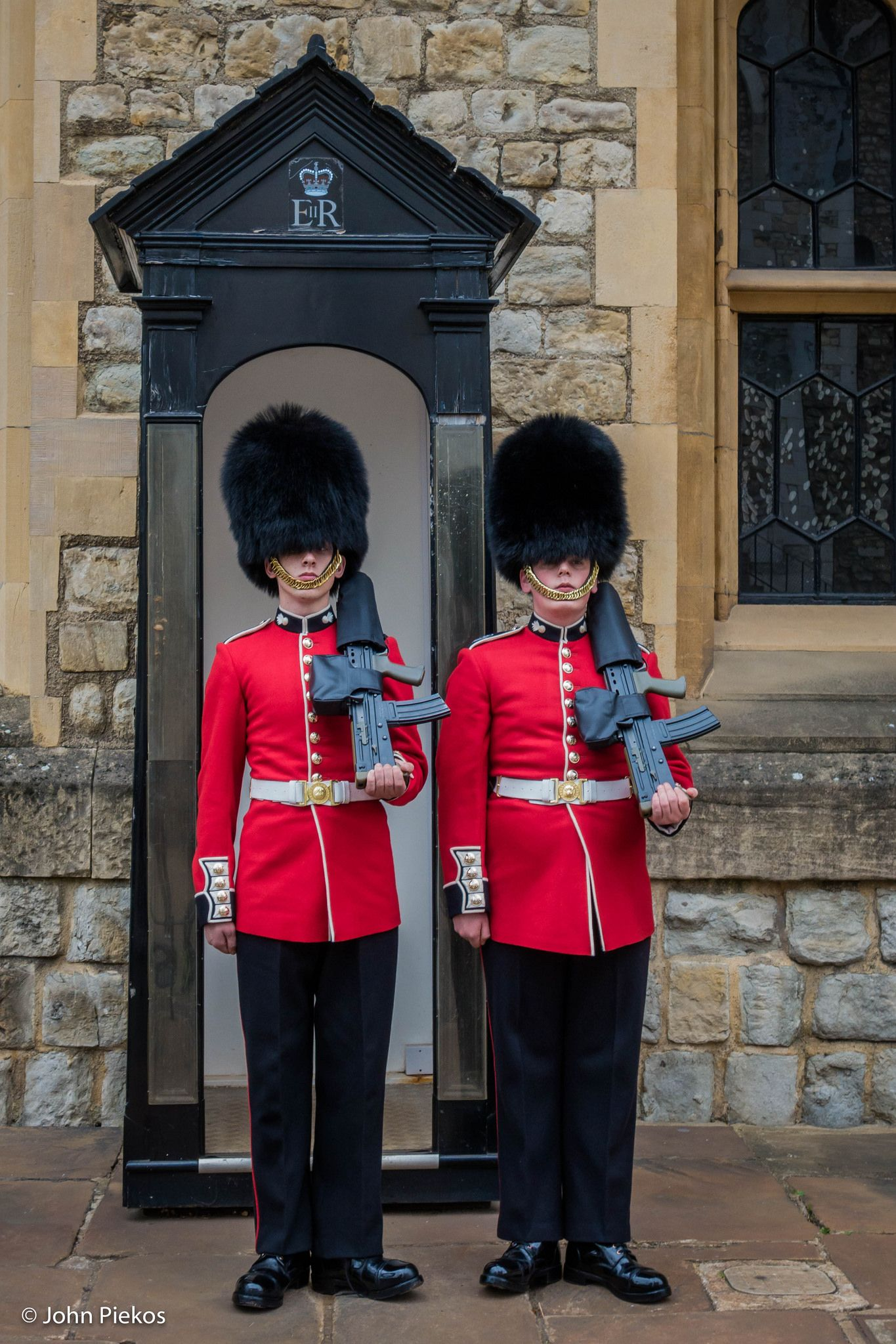 The Queen's Guard at The Tower of London | Queens guard, Tower of london,  Royal guard