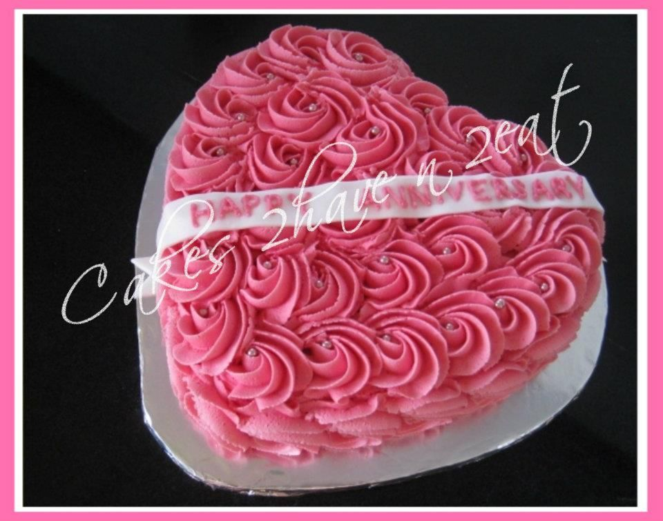 Heart cake vanilla flavour with our most popular design. the cake