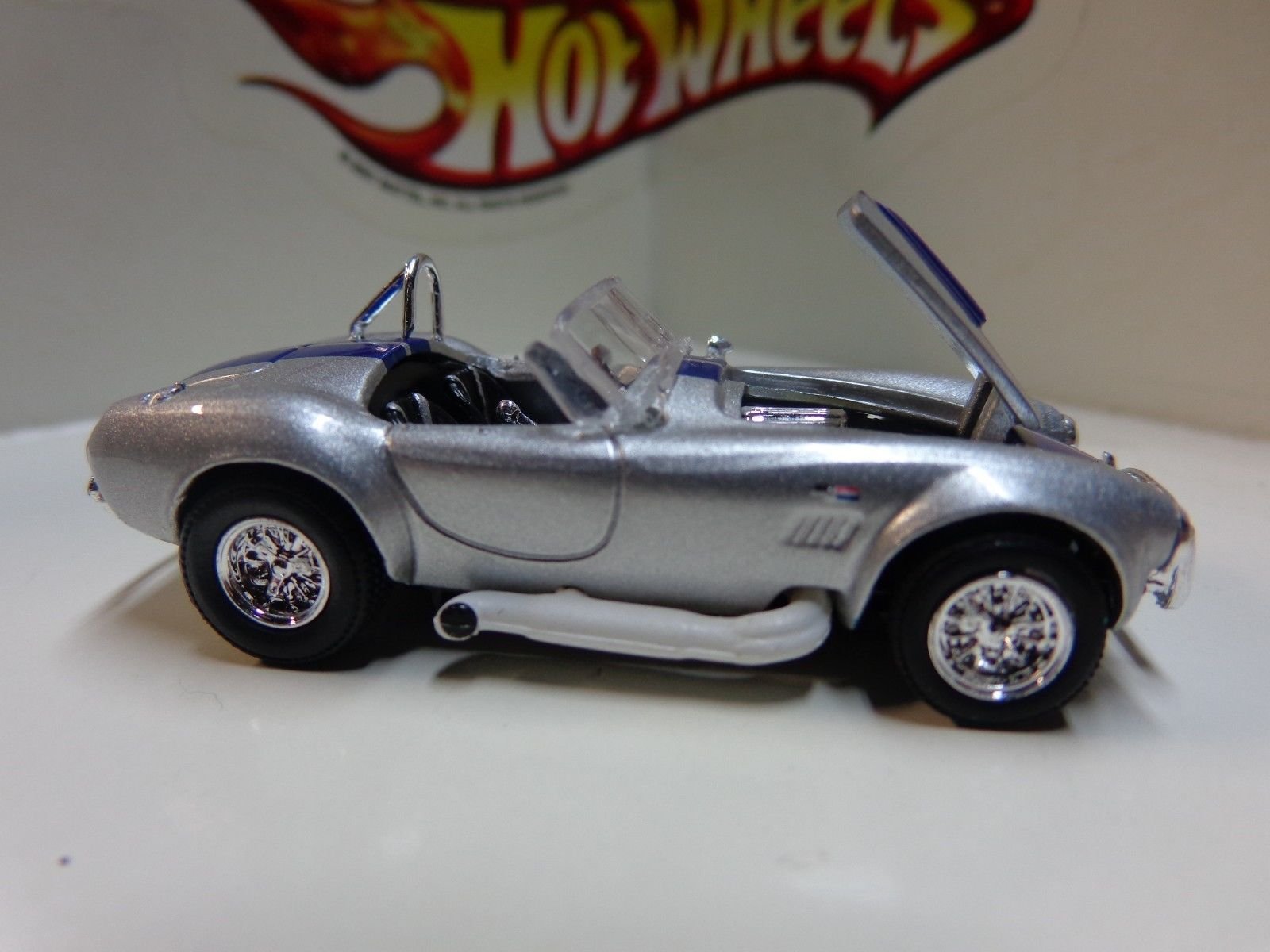 Hot wheels loose 100 adult collectible silver shelby cobra replica real riders