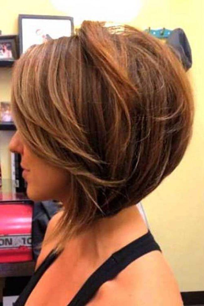Coupe cheveux carre plongeant degrade effile