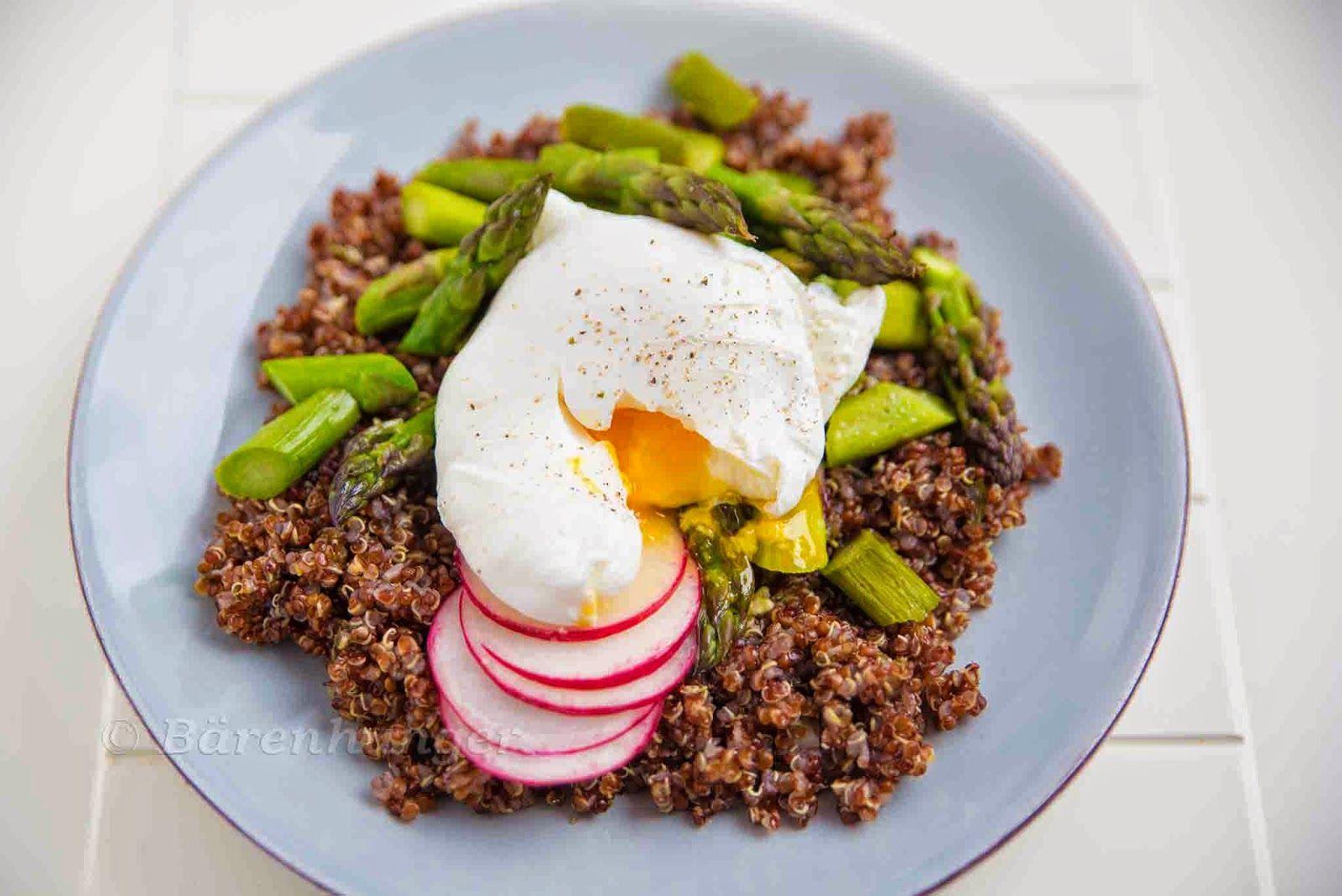 Quinoa mit Spargel und pochiertem Ei