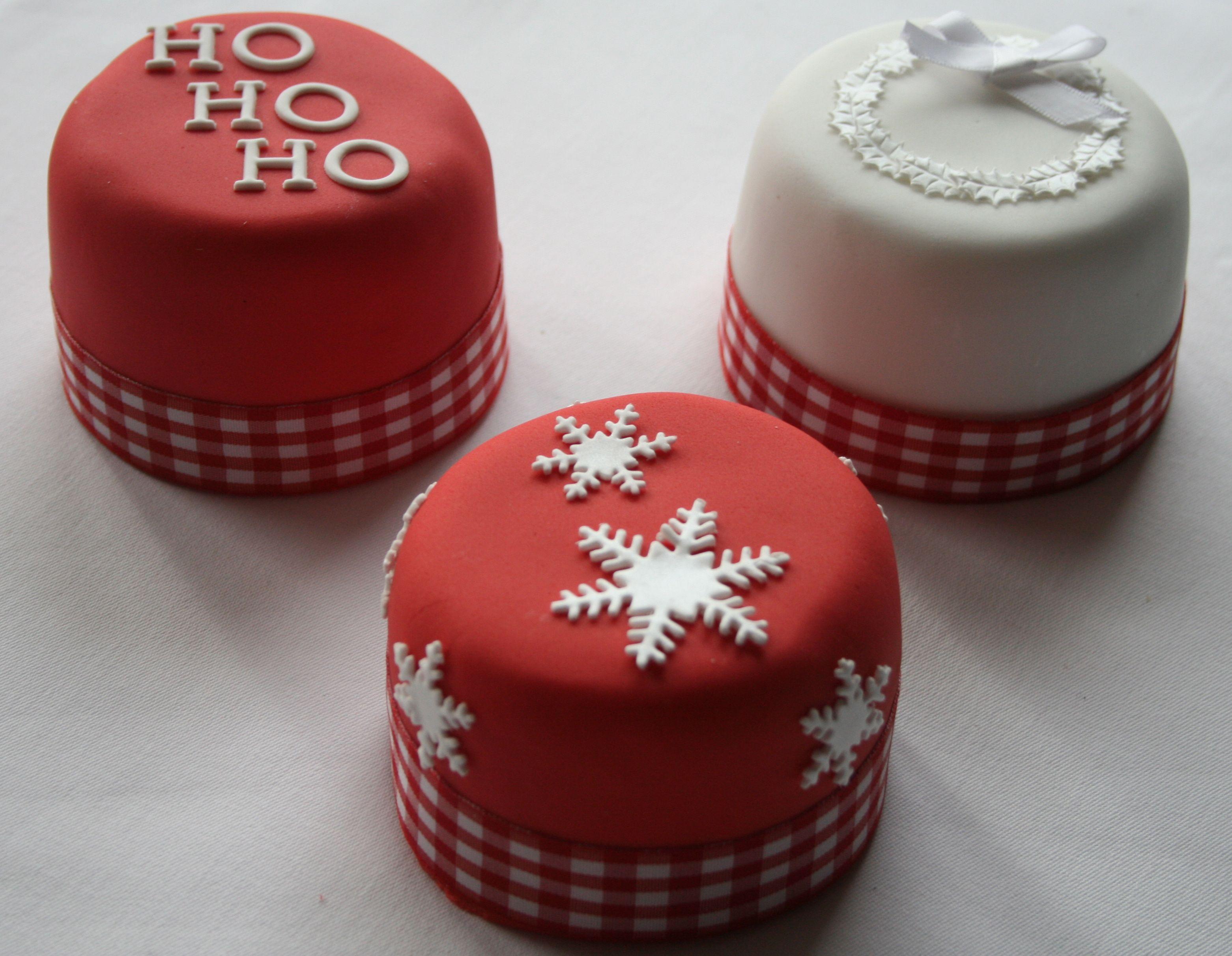 Mini Christmas Cakes   Christmas cake designs, Mini christmas cakes, Christmas baking