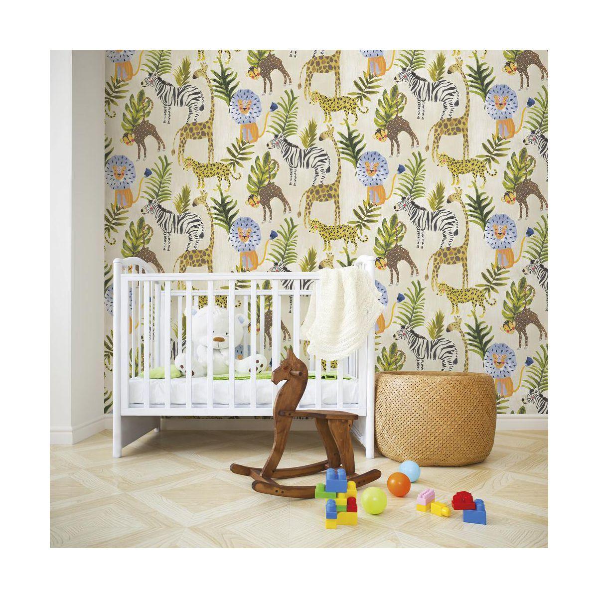 Tapeta Dla Dzieci Jungle Zielono Bezowa Na Flizelinie Tapety Na Sciane W Atrakcyjnej Cenie W Sk Multicoloured Wallpaper Colorful Wallpaper Jungle Wallpaper