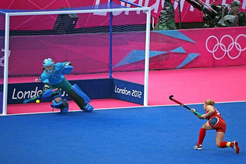 Hockeyroos Keeper Toni Cronk Saves Penalty Stroke Field Hockey Goalie Hockey Goal Women S Hockey