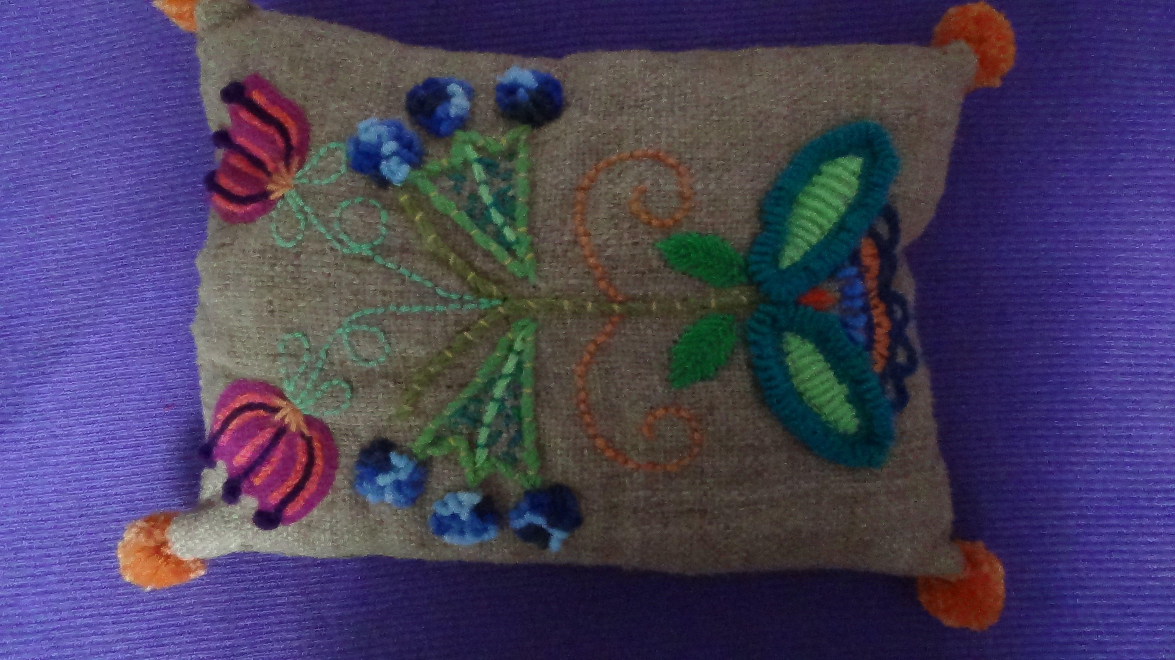 Bordado sobre arpillera de seda   bordados   Pinterest   Arpillera ...