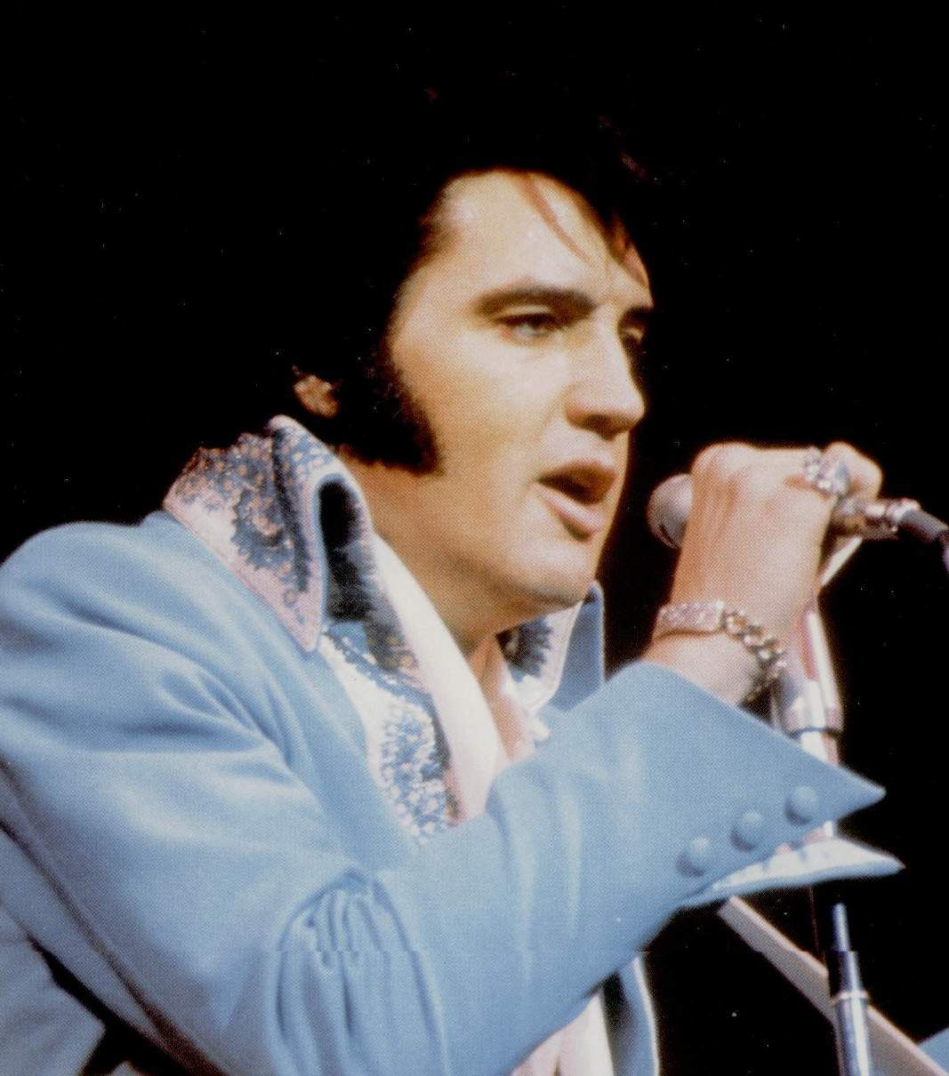 Elvis on stage at the Las Vegas Hilton in january or february 1970.
