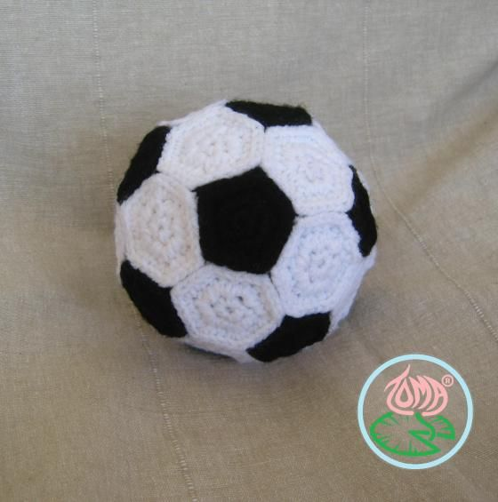 https://tomacreations.wordpress.com/2014/01/10/free-pattern-amigurumi-football-soccer-ball-plus-two-extra-toy-balls/ AMIGURUMI FOOTBALL - SOCCER BALL © 2014 Toma Creations