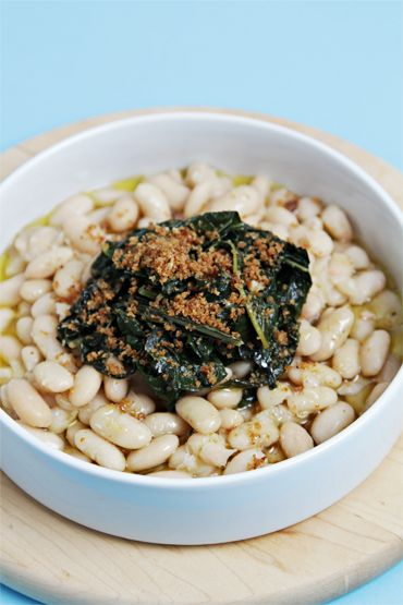 Cannellini Beans Topped With Braised Kale and Garlic Breadcrumbs | California Olive Ranch EVOO – Consumer News, Info and Recipes
