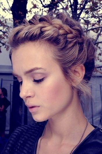 coiffure mariée, bride, mariage, wedding, hair, hairstyle, braid, updo,  chignon, tresse, couronne fleurs, headband Plus