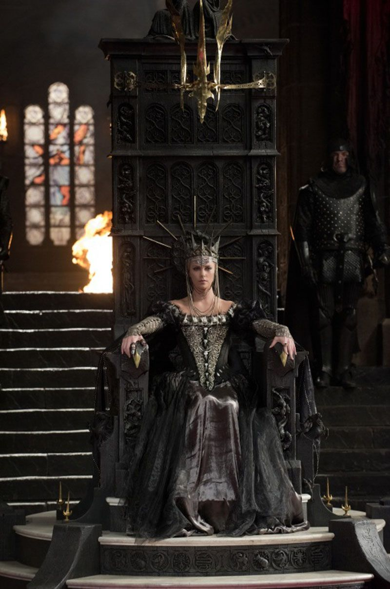 2877f38c48b The Throne... Snow White and the Huntsman | Queens | Snow white ...