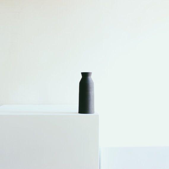Vaso bottiglia in gres porcellanato nero extra di READY TO SHIP