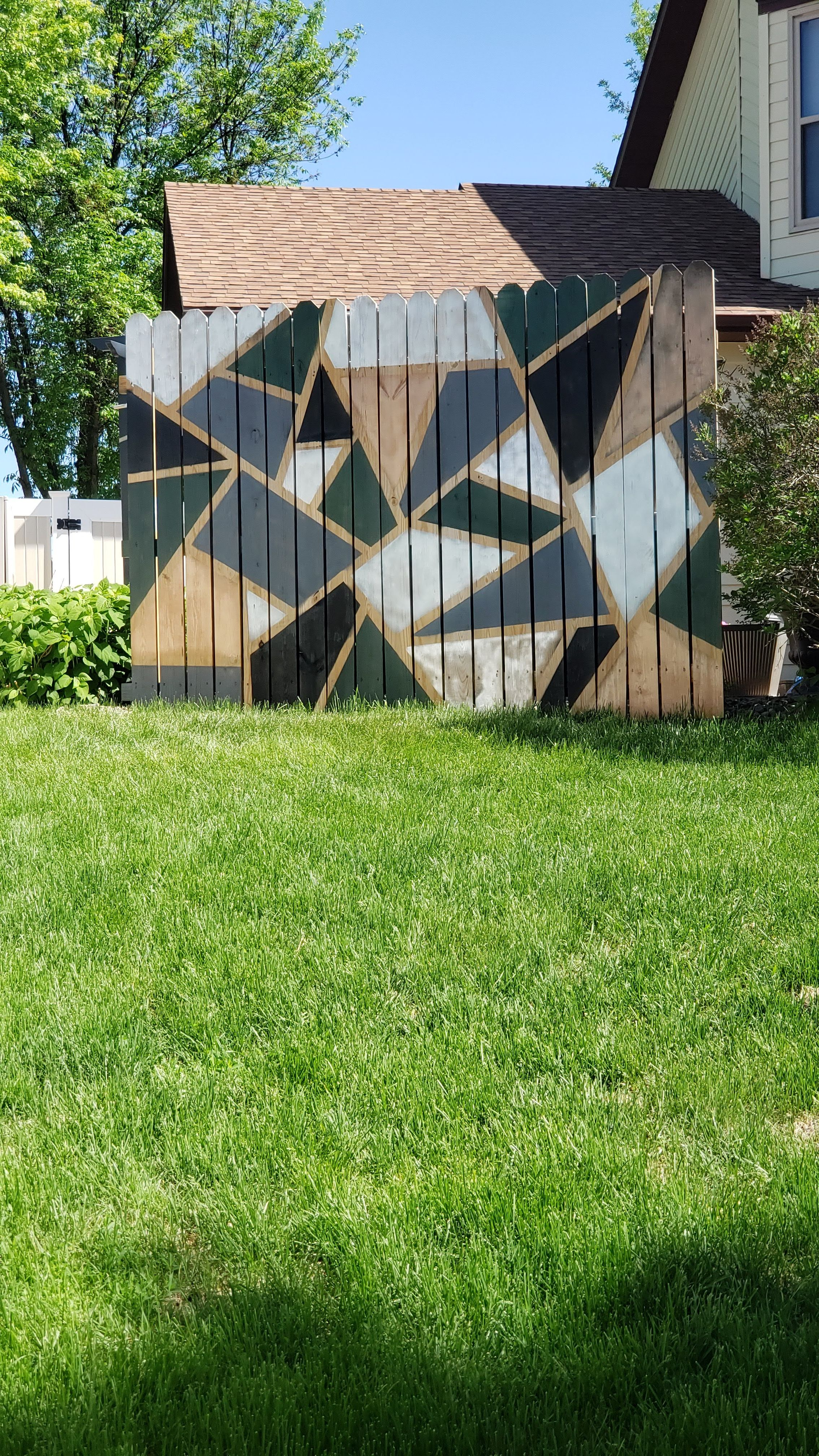 Geometric fence design spray paint in 2020 feature