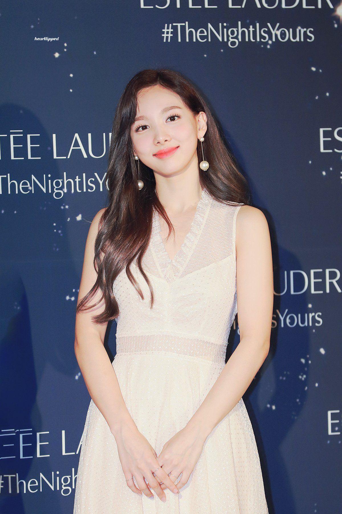 하트립 on Nayeon, Formal dresses, Formal