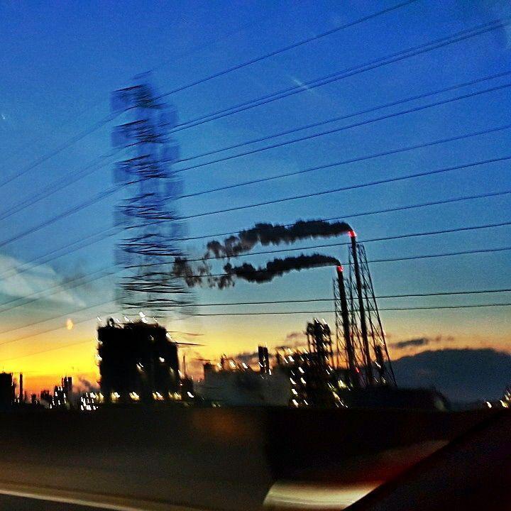 日没後の臨海工業地帯  After the sunset at the industrial area  #阪神高速湾岸線 #臨海工業地帯 #aftersunset #industrialarea by ichibaturisi