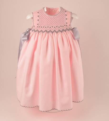 5a5ce7727 Precioso faldón con capota para bebe niña en viyela rosa bordado a mano en punto  smock de moda infantil
