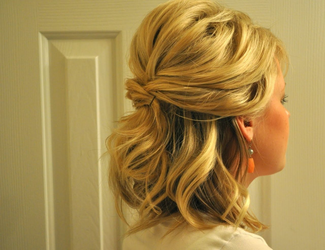 Updos For Medium Hair Half Up Half Down Half Up Half Down Wedding Hairstyles For Medium Length Hair Ph Hair Styles Short Hair Lengths Medium Length Hair Styles