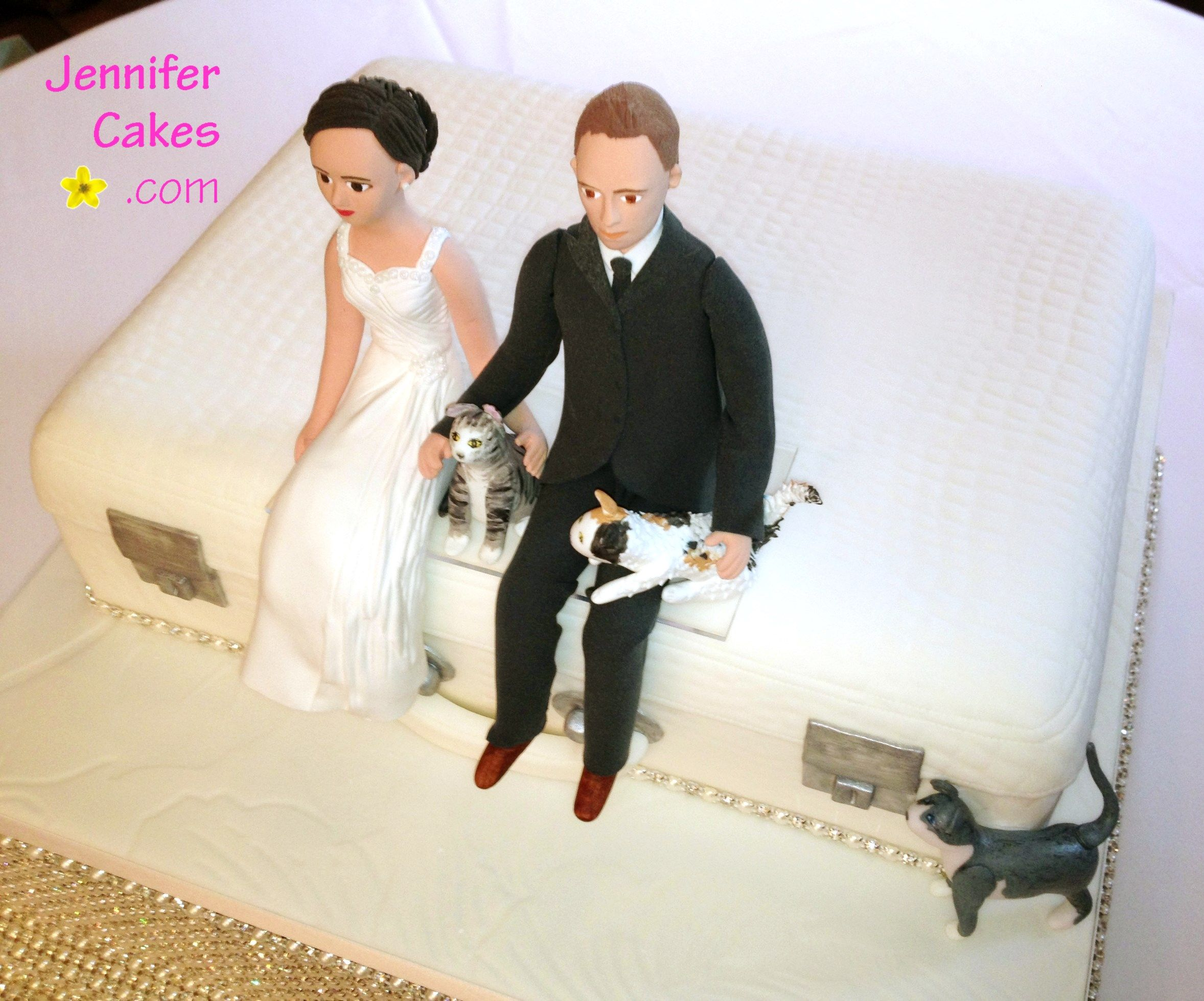 Bride & groom with cats wedding cake topper jennifercakes