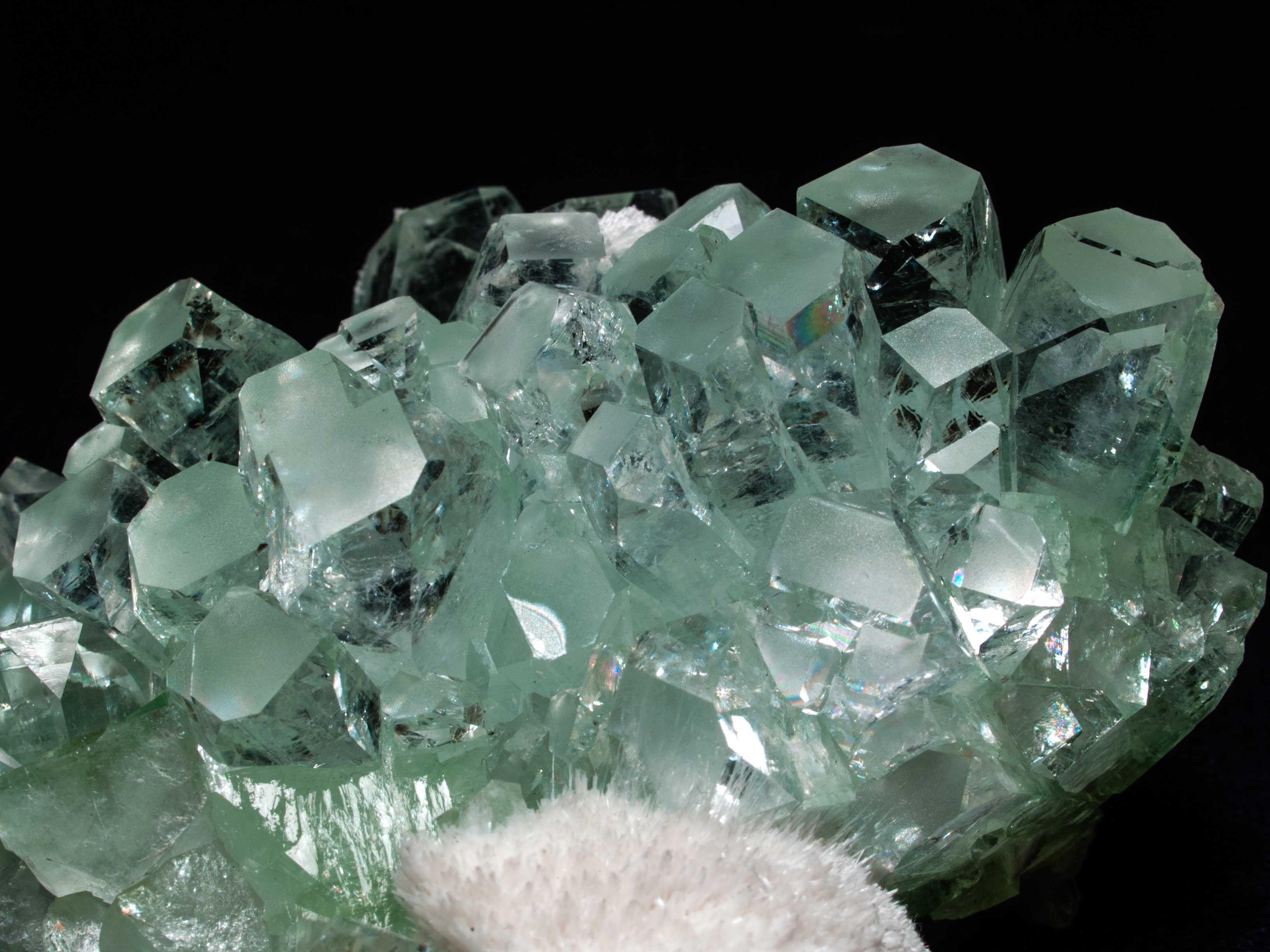 Apophyllite -(K,Na)Ca4Si8O20(F,OH)·8H2O