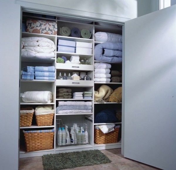 My dream organized linen closet and more ideas to efficiently organize your closets.