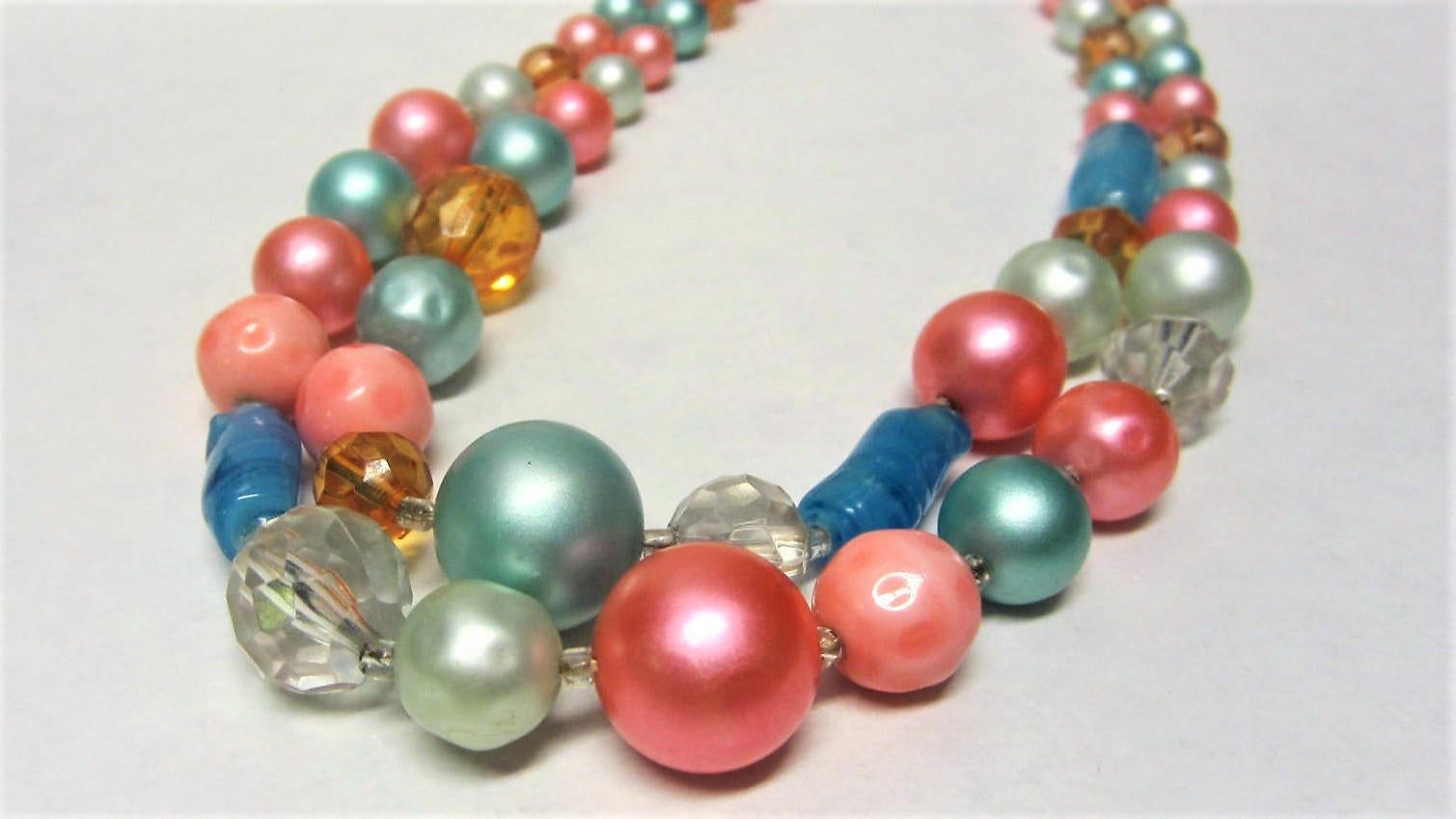 Colorful Art Glass Bead Necklace 50s Multi Color Beaded Necklace Plastic /& Glass Beads