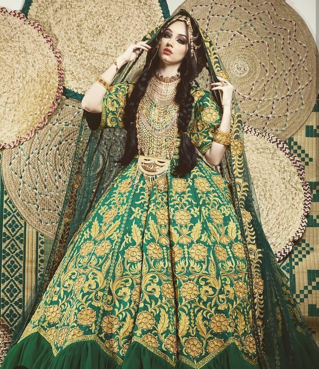 19 Likes 0 Comments بوتيك شمسه المهيري Shamsaalmehairi5 On Instagram فساتين ليله حنا لايوجد ايجار ابدا تابعوا Traditional Dresses Beauty Dress Fashion