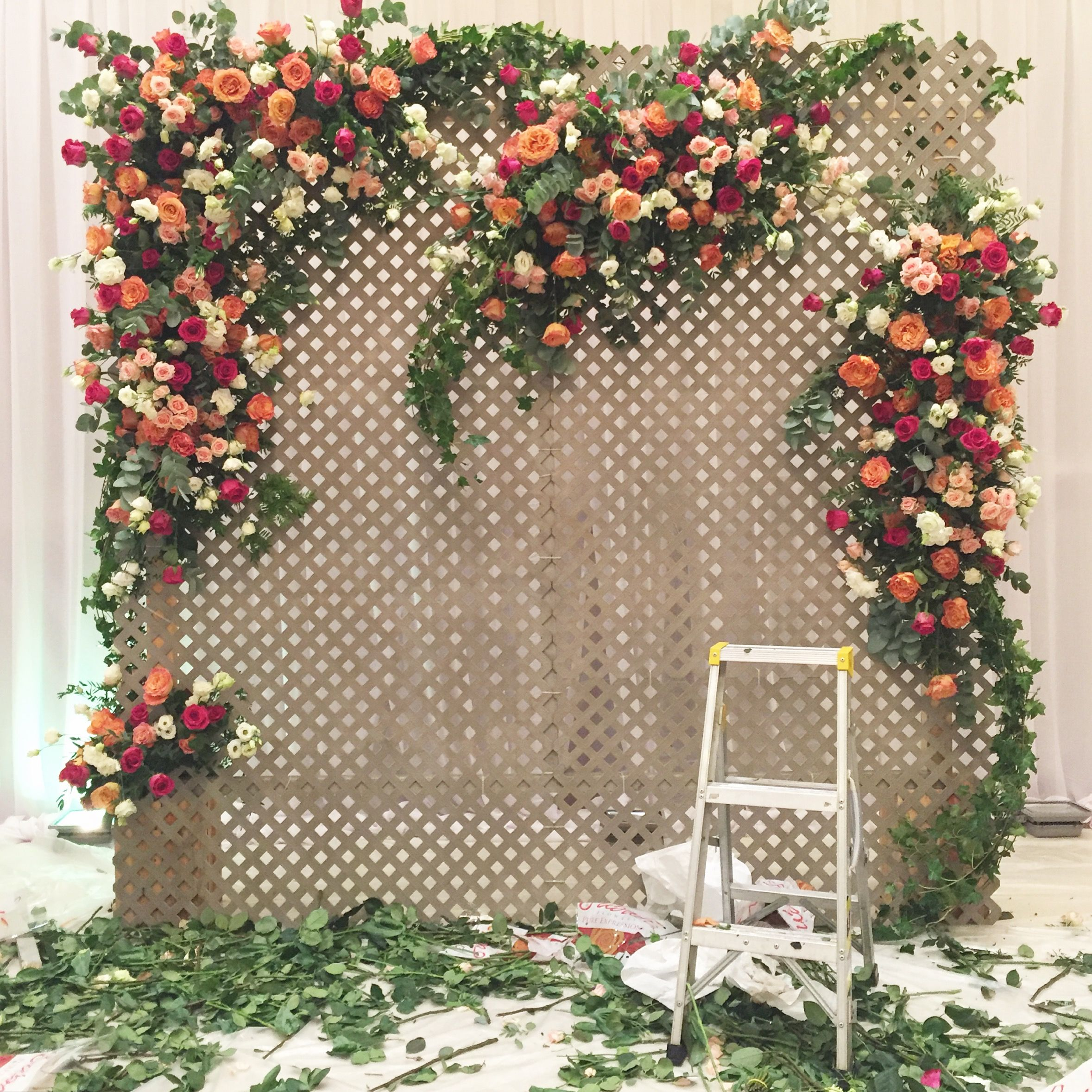 A Garden Trellis Wall With Romantic Clusters Of Roses Trellis Wedding Backdrop Wedding Trellis Diy Wedding Backdrop