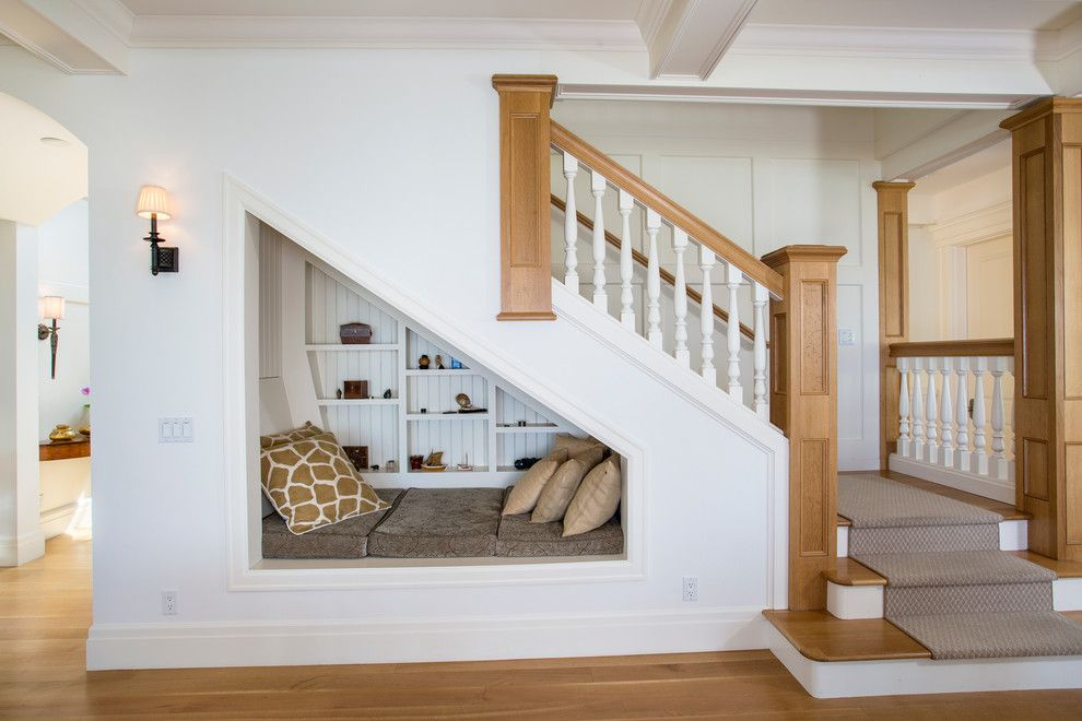 Best 29 Brilliant Ideas For Utilizing The Space Under The Staircase With Images Stair Nook Space 400 x 300