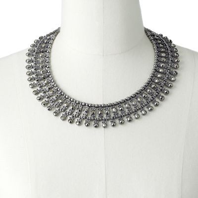 Looks a lot like the Zara necklace Kate Middleton wore the other night!