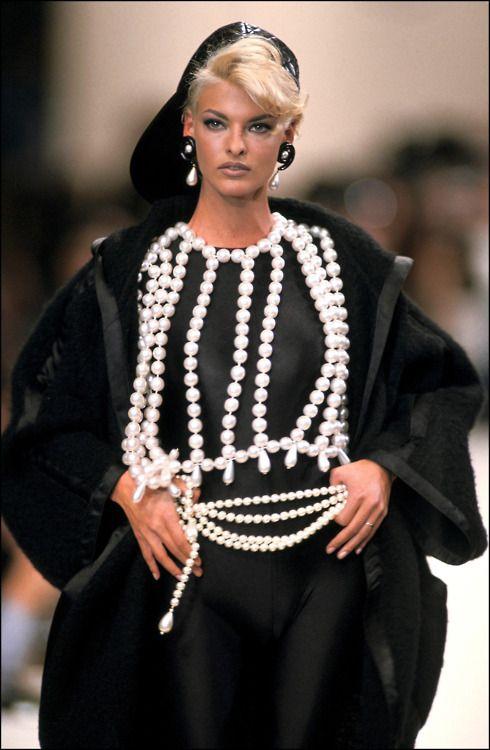 coco-lagerfeld:    Linda Evangelista for Chanel, f/w 1991/92