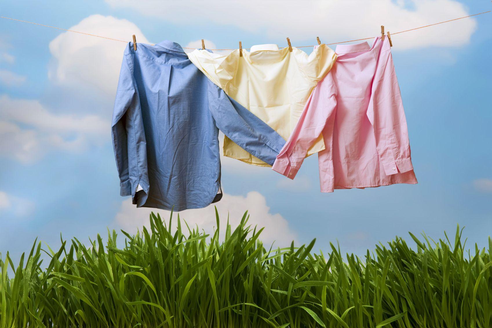 Hasil gambar untuk menjemur pakaian dibawah sinar matahari