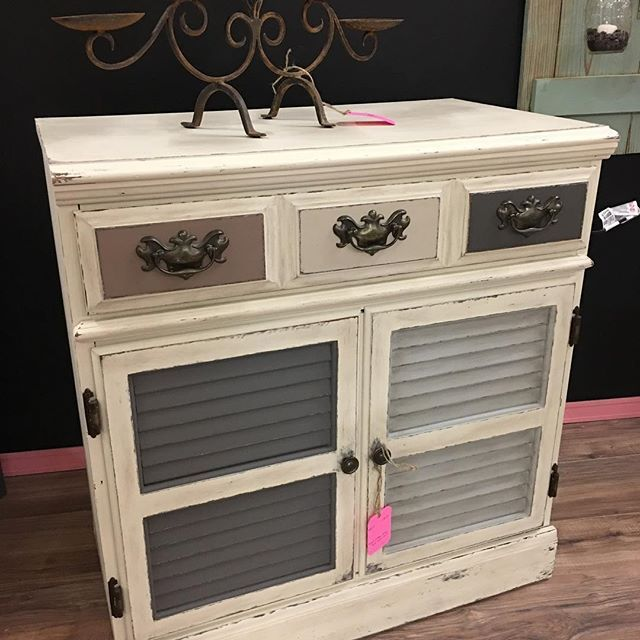 Ethan Allen chest redone in Dixie Belle paint heirloomsinbloom