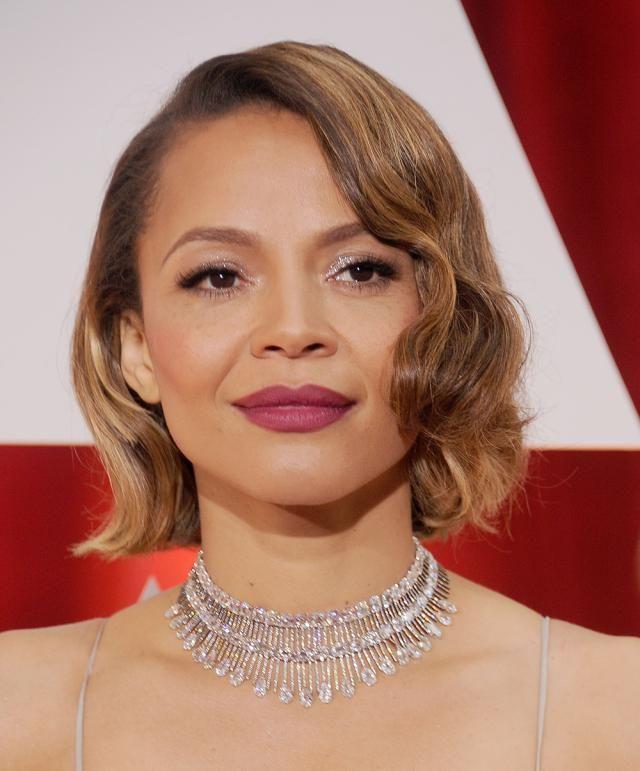 10 famosas en los Oscars. Maquillaje de noche para brillar: Carmen Ejogo