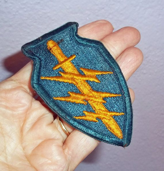 PATCH VINTAGE VERY OLD BUT NEVER SEWN THE MIDDLE FINGER RED WHITE AND BLUE