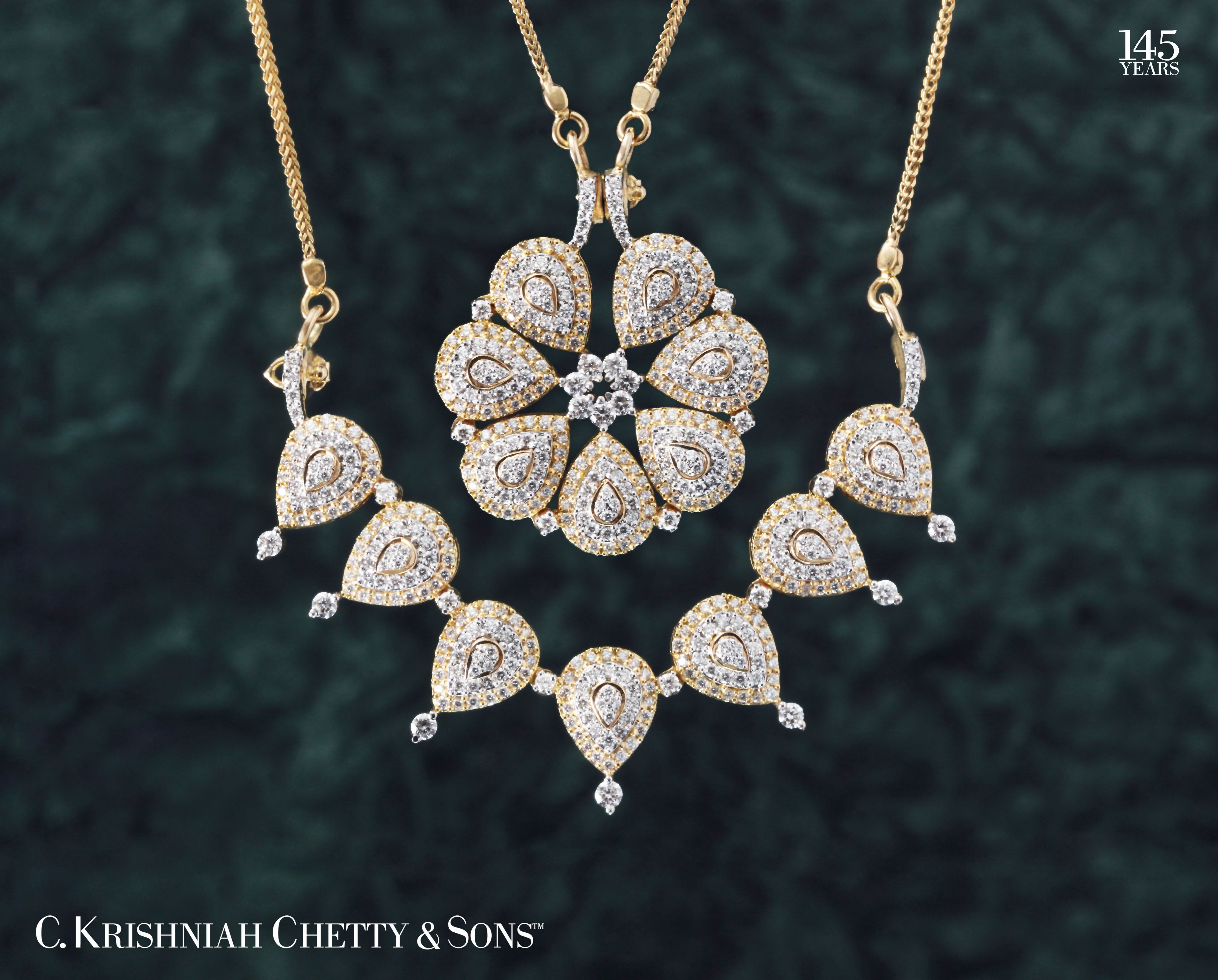 Go as you like Magnetic diamond necklace can be worn in two