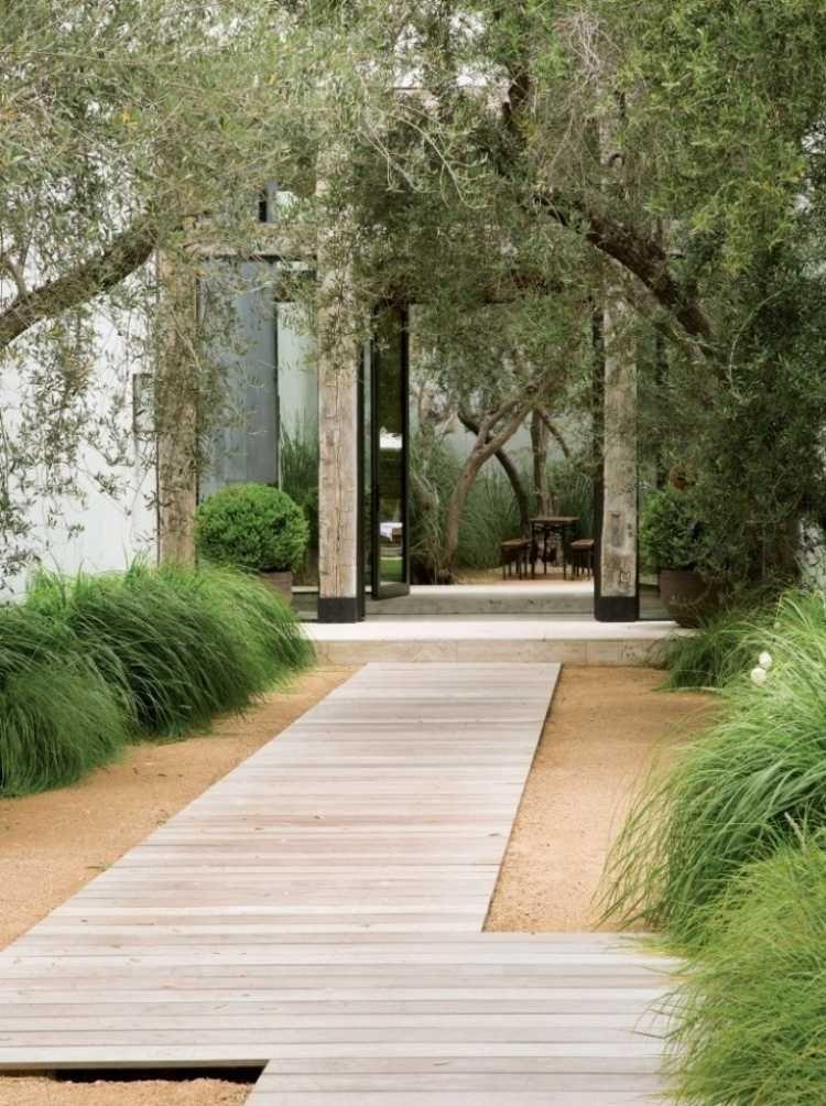 Steingarten  Anlegen Gartengestaltung Kies Splitt Gartenweg Holz Graeser Begruenung