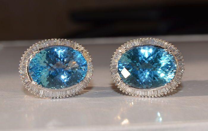 Catawiki Online-Auktionshaus: Ohrringe, besetzt mit blauem Topas von ca. 30 ct und Diamanten von ca. 4 ct – ohne Mindestpreis