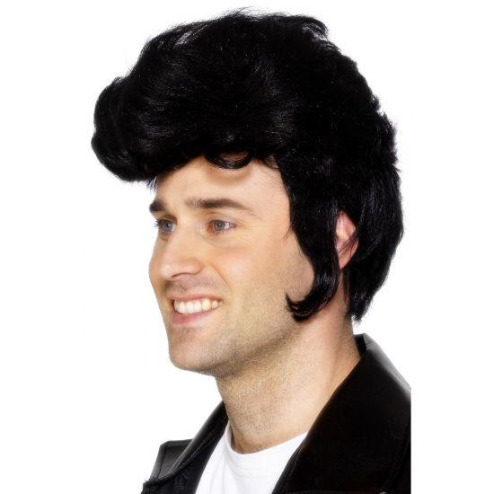 Zwarte Elvis of rock and roll pruiken, voor de echte rock and roll fans. Wij hebben Elvis pruiken in diverse kleuren en modellen. Als echte Elvis fan kan u niet zonder op een feestje.