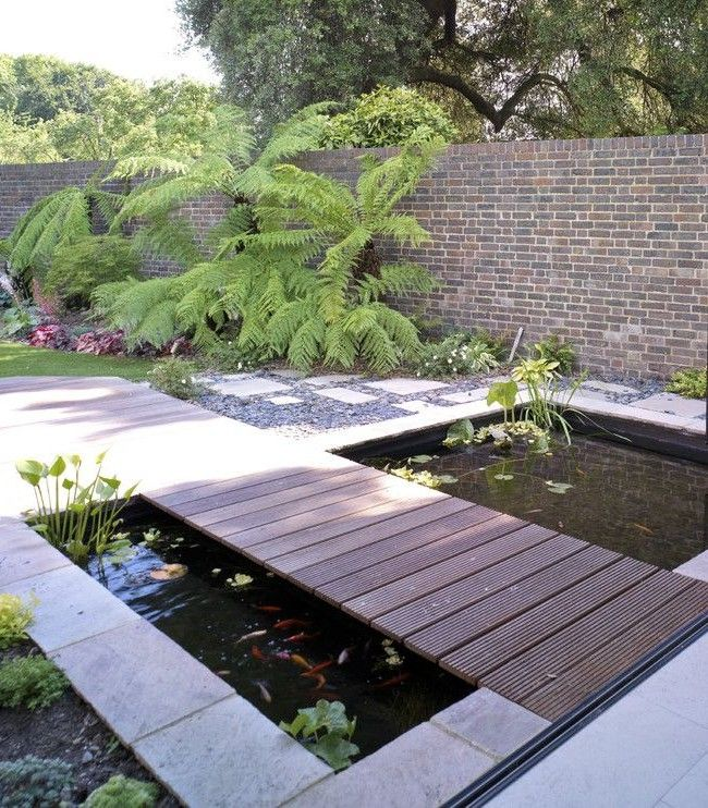 The Rectangular Artificial Pond With A Wooden Bridge Landscape - Estanque-rectangular