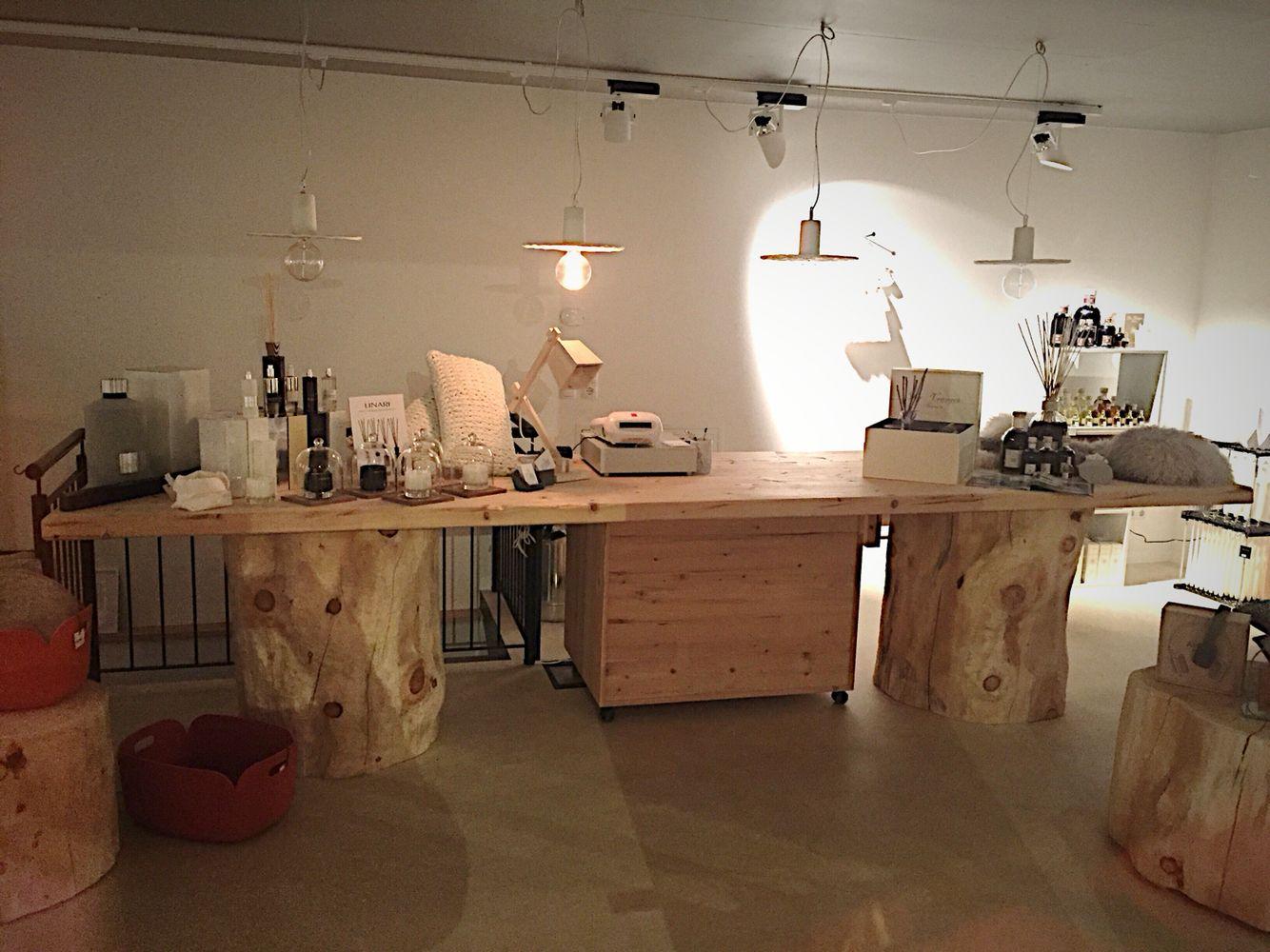 Bancone In Legno Per Negozio : Rough wooden counter for shops bancone in legno grezzo per