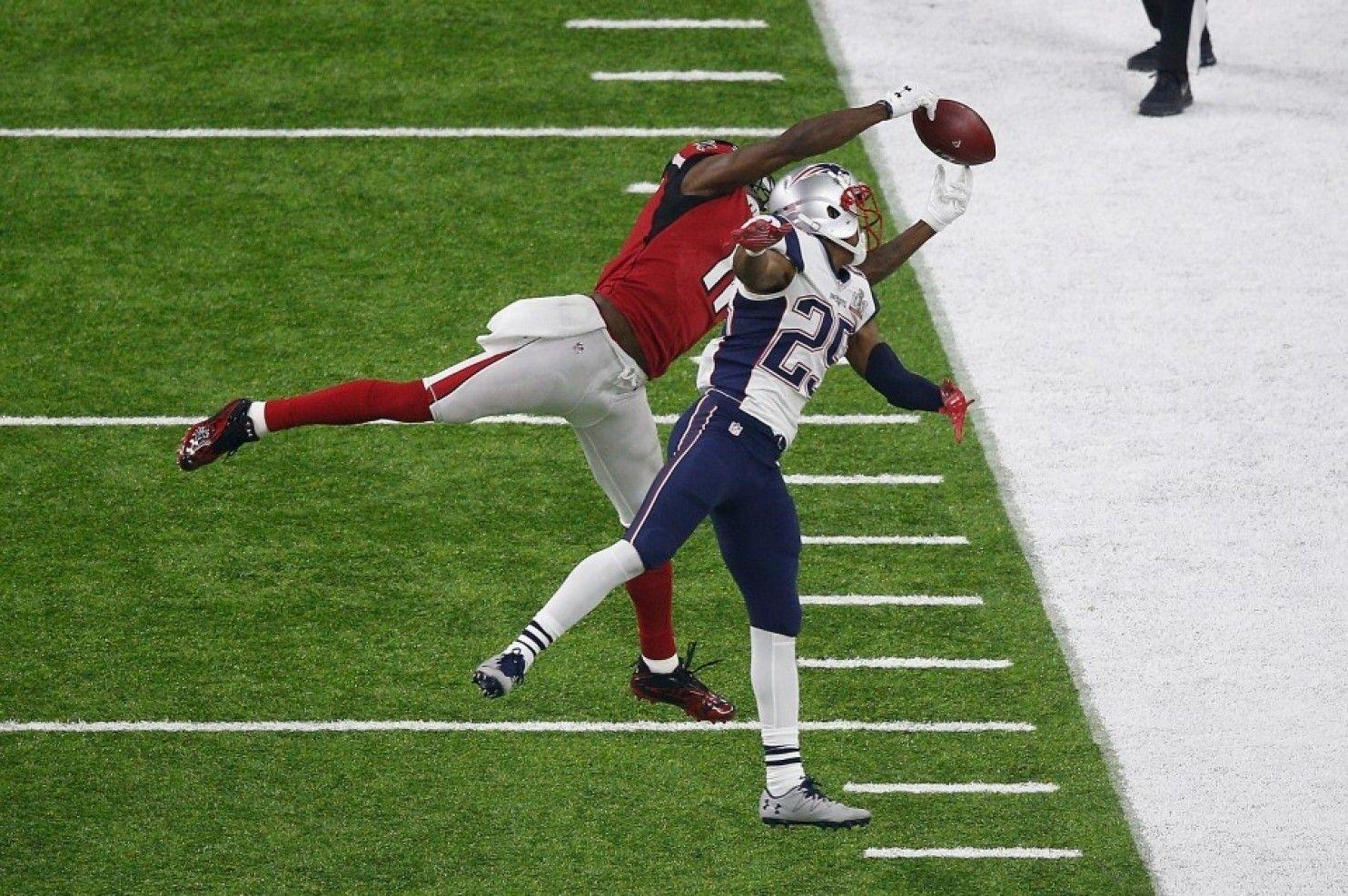 Julio Jones Made An Iconic Catch Then The Falcons Blew The Super Bowl Julio Jones Bama Football Super Bowl