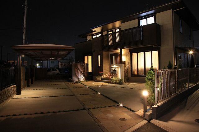 人々を迎え入れるライティング。安全と美しさを兼ね備えたライティングは、照明の価値を高める。 #LightingMeister #GardenLighting #OutdoorLighting #Exterior #Garden #Lighting #Safe #Beautiful #Value #安全 #美しい #照明の価値 #照明 #ライティング
