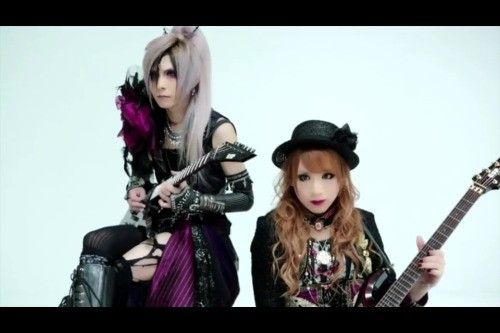 Hizaki and Teru guitars