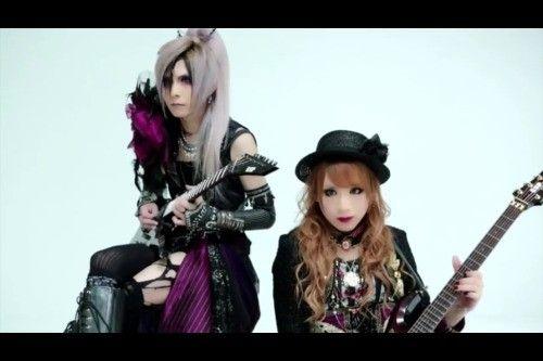 Hizaki and Teru guitars