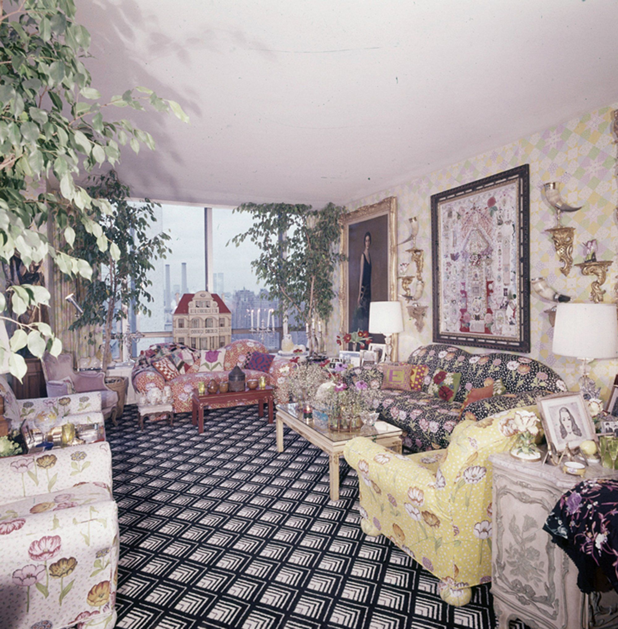 The Living Room Of Gloria Vanderbilt S New York Apartment