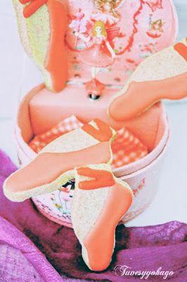 Tu ves y yo hago: ZAPATILLAS ROJAS (Galletas sin lactosa decoradas con glasa para #Unagalletauncuento)
